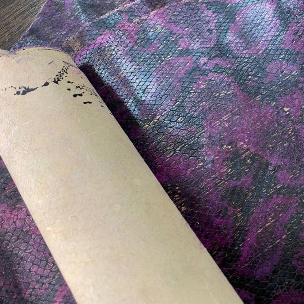 Кожа КРС с тиснением под питона, 0.7 мм, цвет фиолетовый, Италия
