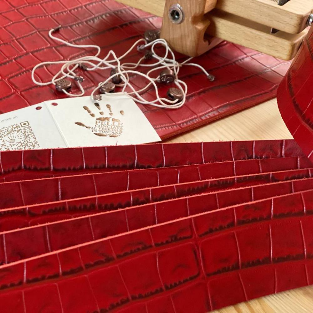 Заготовки для ремней с тиснением, 3.2 мм, цвет Rosso, ECOMURALES, LA BRETAGNA, Италия